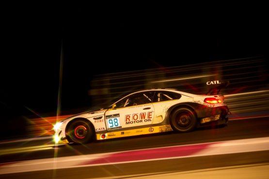 Rowe Racing bei Nacht